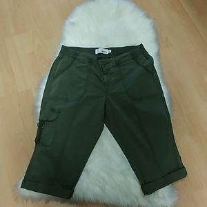 Sonoma Olive Cargo Capri Pants